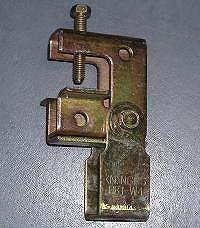 吊り金具(一般形鋼・リップみぞ形鋼用)(電気亜鉛めっき処理)(適合フランジ厚3?24)(50個入)